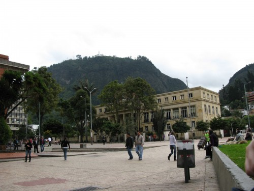 People watching in Parque de los Periodistas