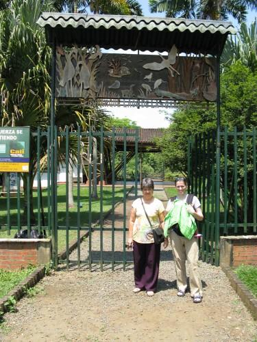 Magnolia, Leanne and Andres out the front of Ecoparque Lago de las Garzas